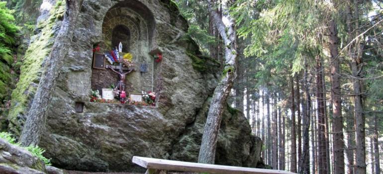Královský kámen - kaplička
