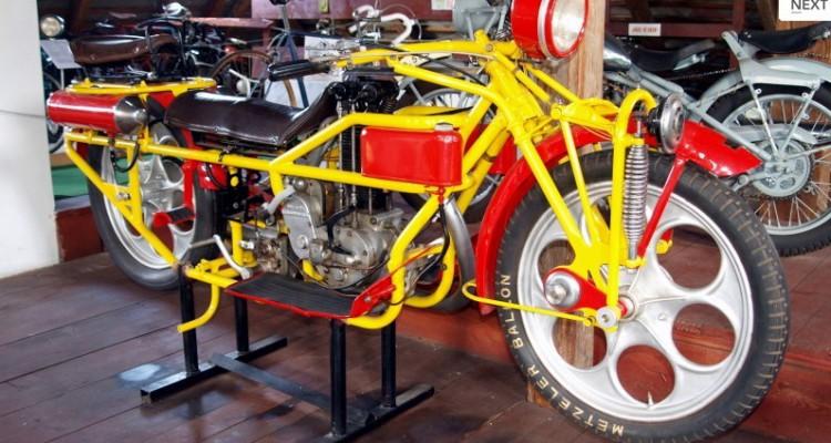 Muzeum motocyklů s expozicí české hračky