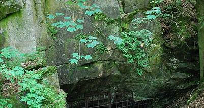 Strašínská jeskyně (vchod makro)