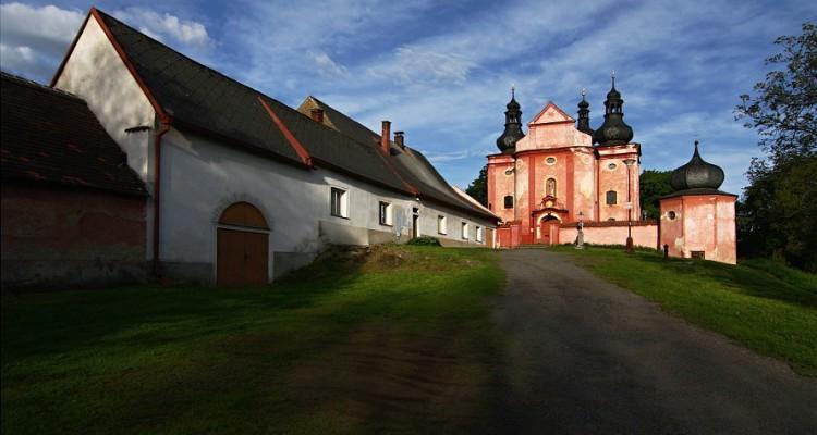 Červený kostel Narození panny Marie ve Strašíně